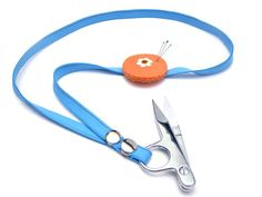 Keep your scissors within reach with this super-easy scissor holder necklace with removable pincushion!