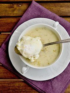 Jelikož miluju koprovou omáčku, je jasné, že polévka s koprem bude u mě hrát prim. Tahle polévka je poměrně sytá, rychle hotová a takhle na ...