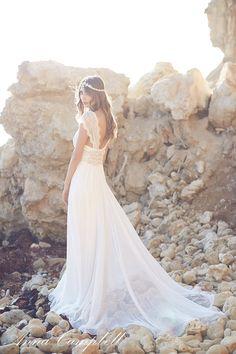 Sólo por llevar algunos vestidos, volvería a casarme... Hoy en el blog os presento la nueva colección Spirit de Anna Campbell http://www.unabodaoriginal.es/blog/de-la-cabeza-a-los-pies/vestidos-de-novia/coleccion-spirit-de-anna-campbell