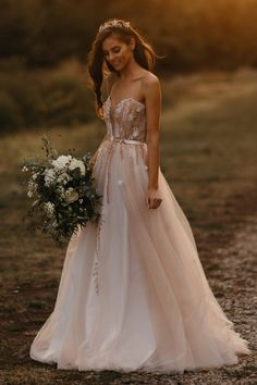 Rochie Gala - Oana Nutu Wedding Dress 2019 Bride Bridal Fashion Trends Modern Fashion Designer Collection Tulle Polka Dotts Pearls Ruffles Silk Embroidered Embroidery Couture BoHo Chic Pampas Flowers Bouquet Country Style Luxury Princess Russian Bride Modern Fashion, Fashion Design, Fashion Trends, The Bride, Russian Brides, Bride Pictures, Modern Muse, Embroidered Silk, Bridal Fashion