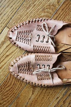 Vintage woven peachy pink flat sandals by milkandbread on Etsy.