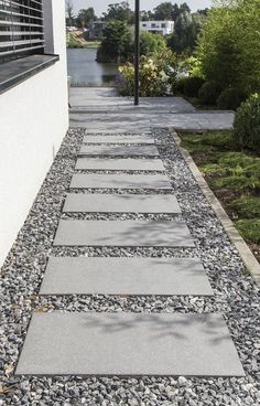 Phenomenal 13 Best DIY Walkway Design For Beautiful Garden Landscaping Ideas You need to apply the DIY garden path design to your home garden. This garden path can be something beautiful to design a garden in your yard. Sidewalk Landscaping, Side Yard Landscaping, Landscaping With Rocks, Landscaping Ideas, Walkway Ideas, Path Ideas, Shade Landscaping, Stepping Stone Pathway, Gravel Walkway