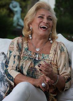 """HEBE CAMARGO (1929-2012) - foi uma apresentadora de televisão, atriz, humorista e cantora brasileira, tida como a """"rainha da televisão brasileira""""."""