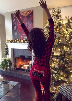 Image shared by Find images and videos about christmas, holiday and shay mitchell on We Heart It - the app to get lost in what you love. Shay Mitchell, Pretty Little Liars, Cozy Christmas, Christmas Holidays, Christmas Vacation, Modern Christmas, Happy Holidays, Christmas Decorations, Celebrity Photos