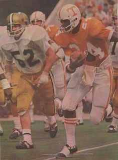 Tennessee Volunteers Football, Tennessee Football, Sport Football, College Football, Nfl, Baseball Cards, Cleats, Sports, Fictional Characters