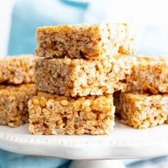 3 Ingredient Healthy Vegan Rice Crispy Treats (V, GF): a chewy homemade vegan rice krispy treats recipe, made with healthy, gluten-free ingredients. Healthy Rice Krispie Treats, Rice Krispy Treats Recipe, Vegan Treats, Vegan Snacks, Vegan Oatmeal Raisin Cookies, Chocolate Chip Oatmeal, Oatmeal Bars, Gluten Free Sweets, Gluten Free Recipes