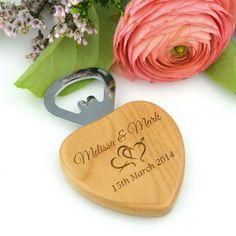 Gravé Bouteille de Wooden Heart Opener faveur de mariage