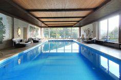 Das Schwimmbad im Wellnessbereich hat eine Größe von 12x6m. Pool Spa, Spas, Indoor, Wellness, Outdoor Decor, Home Decor, Interior, Homemade Home Decor, Decoration Home