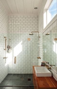 Bright minimal bathroom with subway tile pattern and brass fixtures
