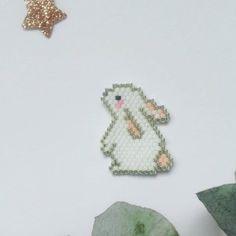 J'ai craqué il y a quelques temps, devant le lapin super mignon de Zü. Regardez-moi ce petit lapin qui regarde vers le ciel…