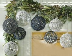 empatado con los juguetes de Navidad # 2 1st Christmas, Christmas Balls, Christmas Wreaths, Christmas Crafts, Crochet Christmas, Crochet Ornaments, Free Pattern, Decorative Plates, Table Decorations