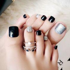 24 pcs black & silver plated false toe nails - Most beautiful Nail models Pretty Toe Nails, Cute Toe Nails, My Nails, Black Toe Nails, Acrylic Toe Nails, Toe Nail Art, Nail Nail, Glitter Toe Nails, Fall Toe Nails