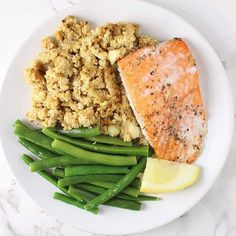www.sizzlefish.com  Baked Sockeye Salmon makes such a delicious lunch (or dinner!)📷via @thecurlycucumber _ Head to our website: www.sizzlefish.com to order your perfectly portioned fish and shellfish today! Don't forget! Free shipping on all orders!