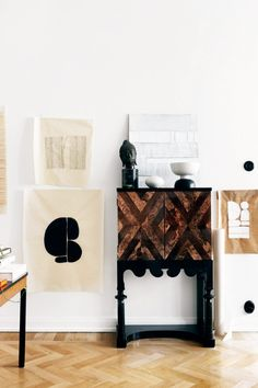 unique collection of artwork and accessories featured on thou swell via elle decoration. My Furniture, Vintage Furniture, Old Pottery, Beautiful Dining Rooms, House On The Rock, Vintage Lamps, Elle Decor, Cozy House, Interior Design Inspiration