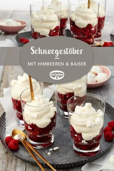 Schneegestöber: Ein sahniges Dessert mit Himbeeren und Baiser You are in the right place about creative Desserts Here we offer you the most beautiful pictures about the tri Raspberry Desserts, Trifle Desserts, Pudding Desserts, Mini Desserts, Christmas Desserts, Dessert Bars, Chocolate Desserts, Cheesecake Recipes, Easy Desserts