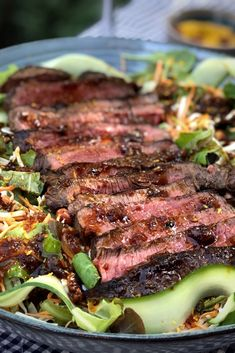 Steak salad with spicy Asian dressing - steak salad with spicy Asian dressing - # I Love Food, Good Food, Yummy Food, Bruchetta Recipe, Healthy Cooking, Healthy Recipes, Olives, True Food, Everyday Food