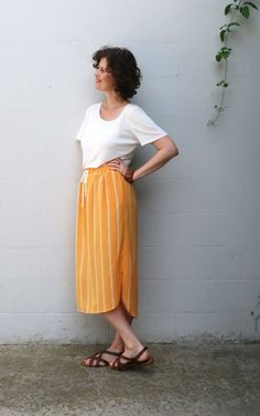 Beginner friendly elastic waist skirt pdf sewing pattern with curved hem, three pocket options and drawstring waist. Elastic Waist Skirt, Skirt Patterns Sewing, Plus Size Patterns, Plus Size Skirts, Sewing Blogs, Cotton Skirt, Midi Skirt, Drawstring Waist, Diy
