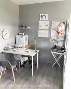 Beautiful little room nail technician room idea At home nail salon decoration ideas . - Beautiful little room nail technician room idea At home nail studio decorating ideas … - Home Beauty Salon, Home Nail Salon, Beauty Salon Decor, Beauty Salon Interior, Salon Nails, Small Beauty Salon Ideas, Nail Salon Design, Salon Interior Design, Nail Desk
