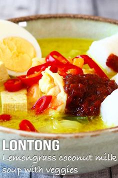 Originally from Indonesia adapted to Malaysian style. Lontong is a light coconut soup with tofu rice cakes veggies and sambal. A flavourful dish! Armenian Recipes, Irish Recipes, Armenian Food, Easy Asian Recipes, Healthy Recipes, Healthy Food, Curry Recipes, Seafood Recipes, Malaysian Food