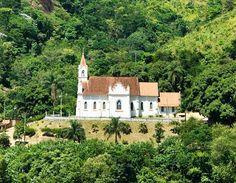 A Igreja Sagrada Família, em Santa Leopoldina, foi construída há cem anos, e foi tombada pelo Patrimônio Histórico, sendo reformada recentemente com ajuda de voluntários austríacos.
