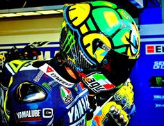 Valentino Rossi in TMNT trim...sort of...if you know your history. Epic brain bucket regardless.