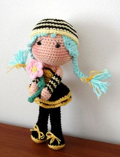 Bee girl ~ free pattern