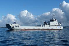 La marine marocaine a pris livraison, le 25 juillet, du Sidi Ifni. Réalisé par le constructeur français Piriou dans ses sites de Lorient et Concarneau, ce chaland de débarquement construiten acier mesure 49.9 mètres de long pour 11 mètres de large.
