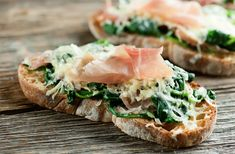 Spinach, prosciutto and cheese join together in this warm and easy recipe for tartines!
