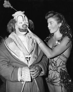 Esther Williams clowning around...