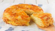Картофельная запеканка с сыром – пожалуй, одна из самых популярных и вкусных запеканок. Добавляя к картофелю разнообразные приправы и добавки (в виде овощей), можно получить разнообразные ее вариации. Сегодня же мы предлагаем Вам рецепт запеканки из картофеля с сыром .