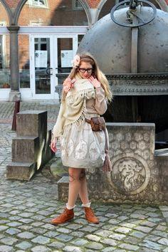 hildekitten on Tumblr wears a coordinate using a handmade Carouskel skirt (in the Milk Tea Spoonflower fabric colourway).