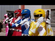 """Kith está confirmando mi teoria de que hoy la nostalgia vende. Mi tienda favorita de NYCse sumó a la moda de la nostalgia noventera con una colección perfecta para los fanáticos de Power Rangers pero versión """"streetwear"""". Ocupando los colores clásicos de los Power Rangers, Kith armó una serie de poleras y polerones con parches …"""