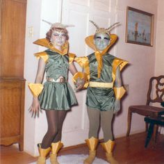 I love this retro futuristic alien get up haha so brilliant & Vintage 50s 60s Halloween Alien Costumes! Want one | What ...
