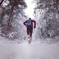 trail running in the snow Winter Running, Road Running, Running Tips, Trail Running, Men S Shoes, Running Shoes For Men, Surf, Running Photos, Ultra Trail