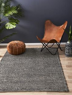 This designer rug creates a first impression of lasting beauty inspired by the latest trends of scandinavian design.  FEATURES:  • 100% Wool • Scandinavian Design • Flat weave construction • Hand Made in India • Double sided • Easy to vacuum