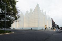 "And the winner of this year's ""Mies van der Rohe Award"" is…: the Philharmonic Hall in Szczecin, Poland, designed by Barozzi Veiga. First prize in the ""Emerging Architect"" category goes to Arquitectura-G for its ""Casa Luz"" in Cilleros, Spain. Architecture Cool, Cabinet D Architecture, Architecture Awards, Contemporary Architecture, Concert Hall Architecture, Architecture Magazines, Landscape Architecture, Glass Building, Green Building"