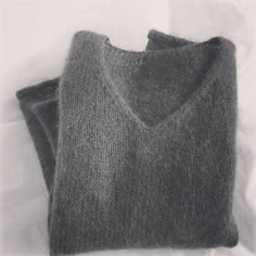Package pull femme mohair et laine aiguilles n° 6 - Autos Online Sweater Fashion, Men Sweater, Macrame Dress, Budget Planer, Sweater Making, Blouse Styles, Winter Wardrobe, Crochet Clothes, Simple Style