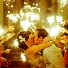 10 gorgeous ways to include sparklers in your wedding! (photo: B Photography)