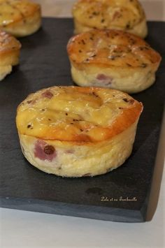 Flans au bacon & emmental Lolo et sa Tambouille - Shell Whetnell Chicken Appetizers, Bacon Appetizers, Appetizer Recipes, Chicken Recipes, Healthy Fried Chicken, How To Cook Polenta, Parchment Paper Baking, Snacks Sains, Pork Cutlets