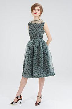 Mrs Pomeranz Jolene dress is made of beautiful lightweight 100% silk organza fabric with Mrs Pomeranz print. The dress features fitted sleeveless