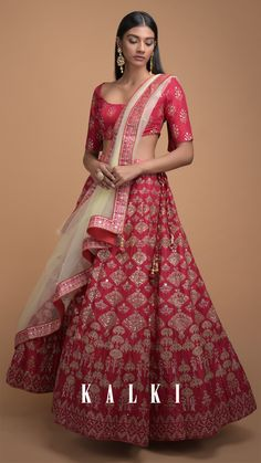 It's elegant, it's fashionable and it defines heritage-worthy perfectly. Crafted from a traditional Indian practiced skills in foil print buttis and chandelier motifs, this scarlet red lehenga is for the days when you want to make a strong style statement at your sister's or BFF's wedding.#TheHeritageSeries  KALKI Expert Tip: Pretty kundan jewellery set with dramatic eyes will look so good!♥️ Ethnic Fashion, Modern Fashion, Indian Fashion, Red Lehenga, Lehenga Style, Indian Dresses, Indian Outfits, Kundan Jewellery Set, Veere Di Wedding