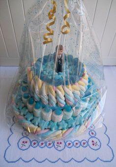tarta chuches comunion niño - Buscar con Google Gomi Gomi, Chocolates, Marshmallow Cake, Candy Cakes, Ideas Para Fiestas, Diy Cake, Cupcakes, Candy Buffet, Childrens Party