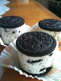 Funny pictures about Oreo Cheesecakes. Oh, and cool pics about Oreo Cheesecakes. Also, Oreo Cheesecakes. Mini Oreo Cheesecake, Cheesecake Recipes, Dessert Recipes, Raspberry Cheesecake, Pumpkin Cheesecake, Dessert Healthy, Cheesecake Bites, Cupcake Recipes, Healthy Snacks