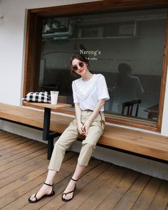 Korean Fashion Trends you can Steal – Designer Fashion Tips Korean Girl Fashion, Korean Fashion Trends, Korean Street Fashion, Ulzzang Fashion, Cute Fashion, Asian Fashion, Daily Fashion, Women's Fashion, Japanese Fashion