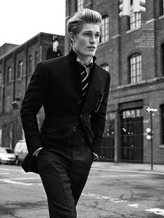 """homme–models: """"Harry Goodwins for August Man // ph. by Arnaldo Anaya-Lucca """" Male Models Poses, Male Poses, Style Photoshoot, Poses Photo, Photography Poses For Men, Fashion Photography, Style Outfits, Male Magazine, Teen Models"""