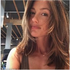Minka Kelly debuts lighter locks for summer after trip to hair salon Ready for summer: Minka Kelly s Minka Kelly Hair, Curly Hair Styles, Natural Hair Styles, Natural Beauty, Brunette Actresses, Blonde Roots, Most Beautiful Faces, Beautiful Women, Brunette Hair