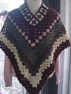 Poncho em crochê com a lã Acalanto e Lã Botonê