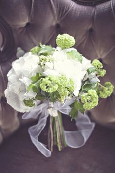 fresh spring green and white wedding colours