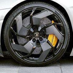 Rims And Tires, Rims For Cars, Wheels And Tires, Car Wheels, Sports Cars Lamborghini, Car Gadgets, Futuristic Cars, Sweet Cars, Automotive Design