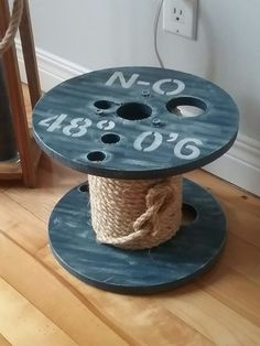 Wooden Spool Tables, Wooden Spools, Furniture Projects, Wood Projects, Pallet Pool, Wire Spool, Handmade Furniture, Decorating On A Budget, Wood Art